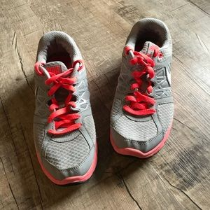 Nike Gray & Pink Tennis Shoes